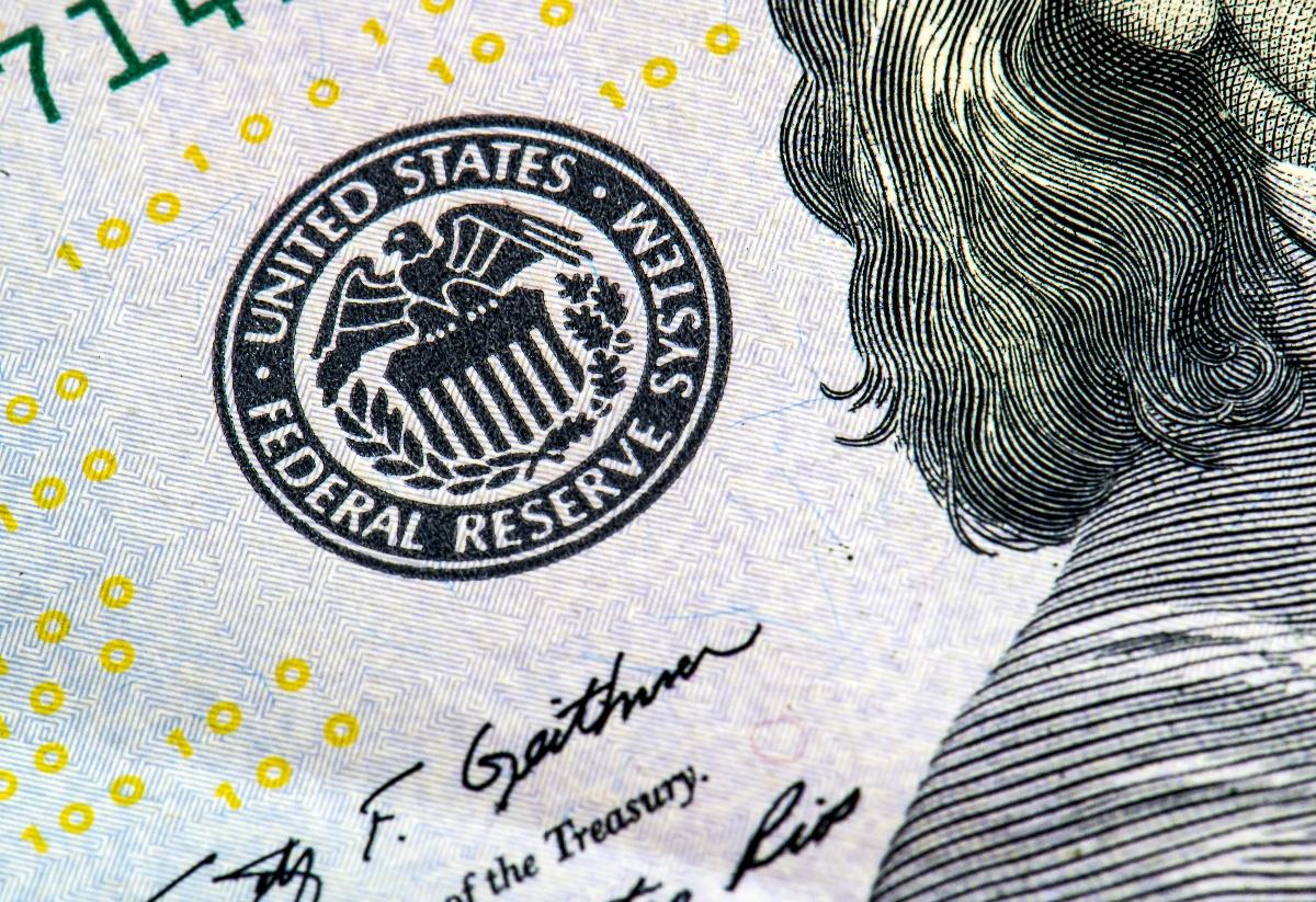 Fed Reserve logo on bill-1